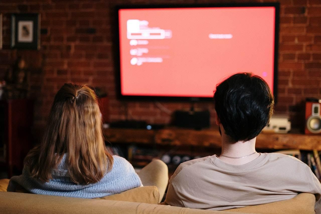 2 people watching german tv shows online